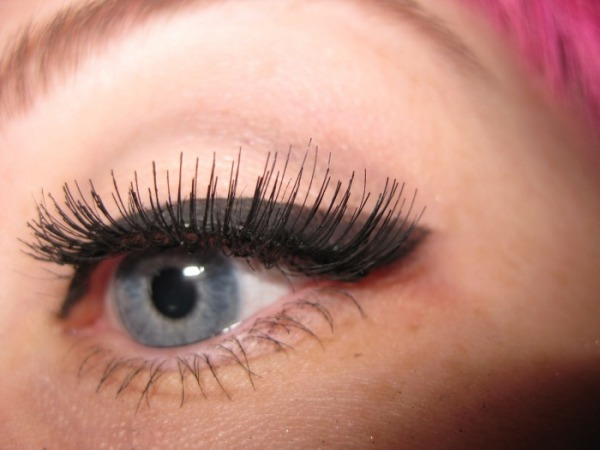 ���� ����� ����� ������ �������� ������ ���� ����� how-to-apply-false-lashes-video2.jpg