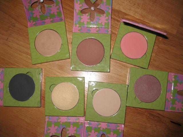 Clockwise from the Top Left: Eyelid Primer, Classic Pink Blush, Lolita Blush, Breeze Eye Shadow, Oatmeal Eyeshadow, Spun Gold Eyeshadow, Nighingale Eyeshadow